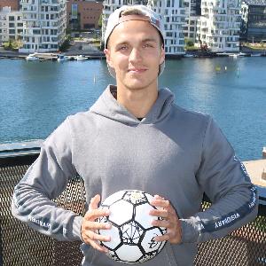 Tobias Larsen profile photo