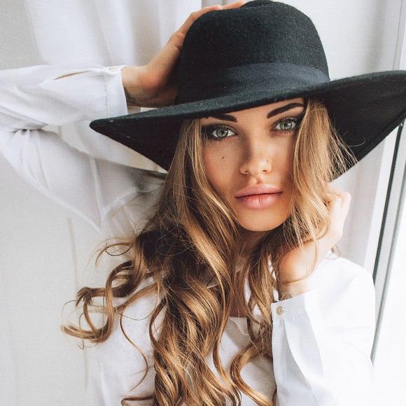 People looking for Alexandra Nicole also looked at Anastasiia Marsovna